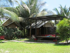 Bungalows - The Mudhouse Hostel Mompiche